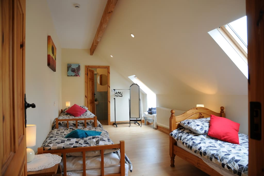 An sanctur room 3 chambres d 39 h tes louer kerry for Chambre hote 94