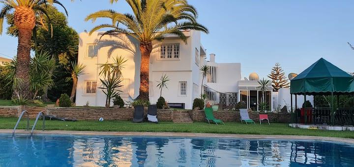 Villa Rabat met prive zwembad en zeer grote tuin.