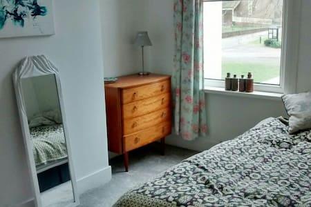 Comfortable bedroom - Kingsize bed - Londýn