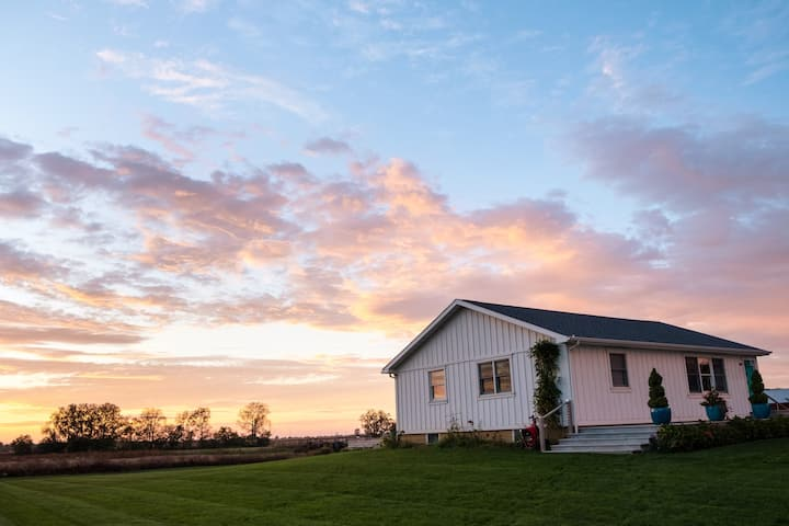 Sixteen Acres: modern, peaceful, cozy, and scenic!
