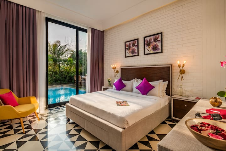 Ground floor bedroom with view onto the garden and pool