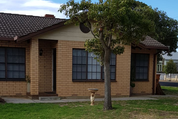 COSY HOME UNIT CLOSE TO ADELAIDE