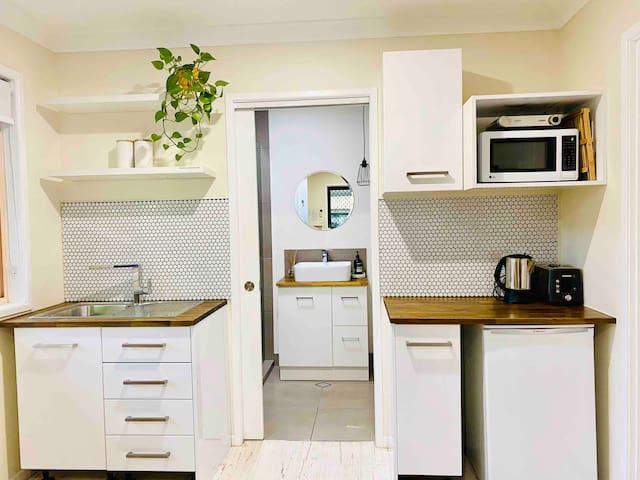Private 2 bedroom Guesthouse in Beachside Mudjimba
