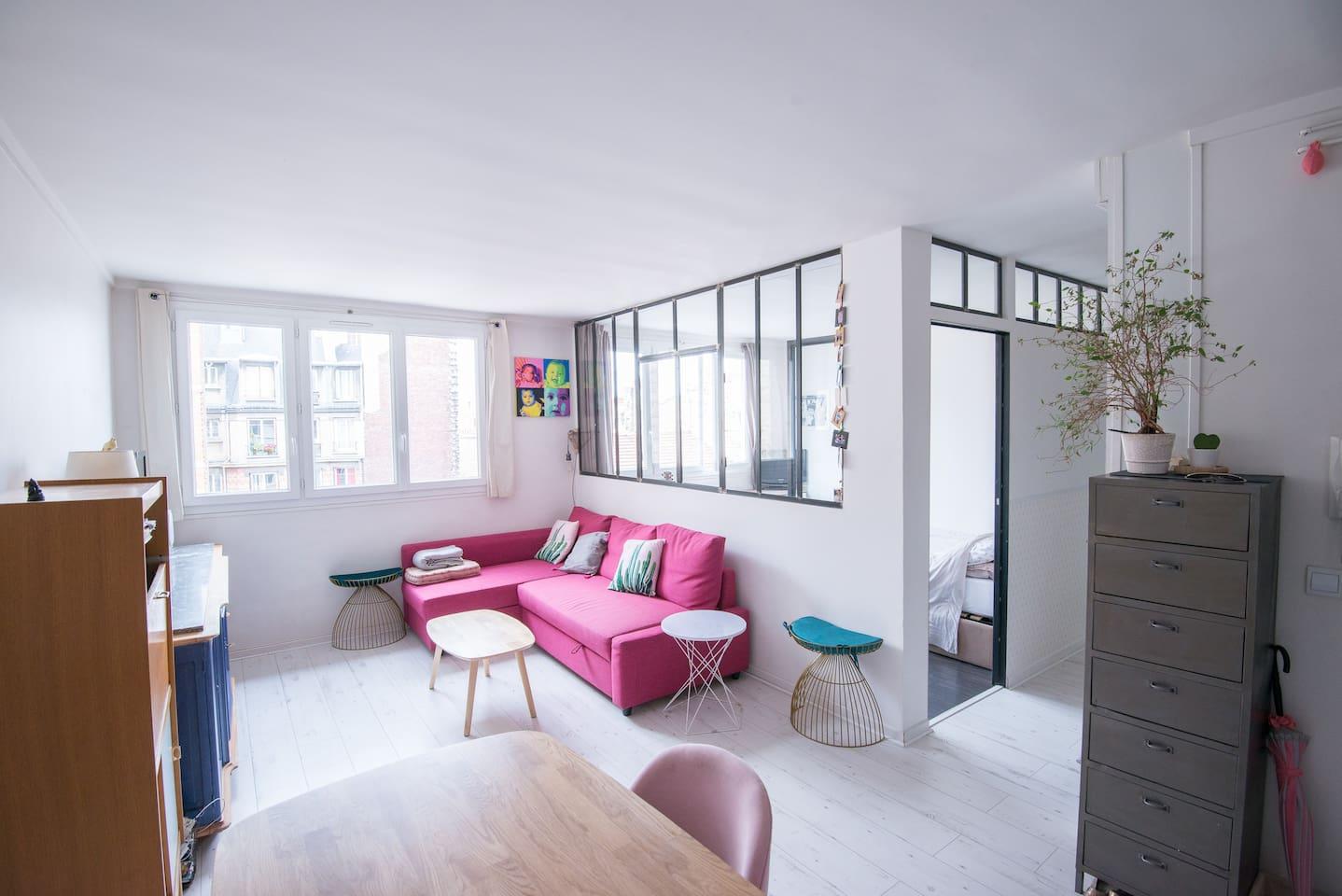 loft rempli de luminosité grâce à son exposition plein sud et ses nombreuses verrières appartement entièrement rénovée et aux normes double vitrage dans tout l'appartement