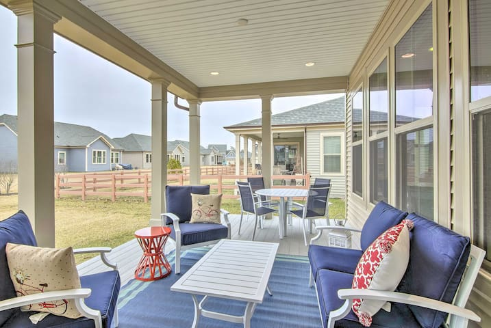Enjoy the fully furnished porch with a cold glass of lemonade!
