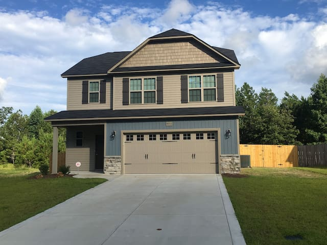 Newer Home in Fayetteville - Fully Furnished