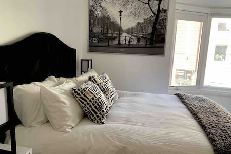 Boutique Studio Apt in Prime Queen West Location