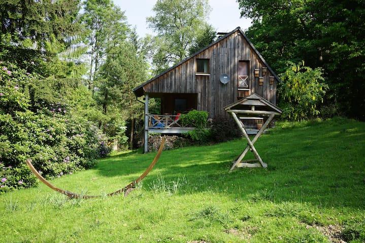 Modernes, romantisch gelegenes Holzhaus - Möhnesee - บ้าน