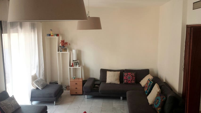Confortable room in happy apartment - Zarif-Hamra - 公寓