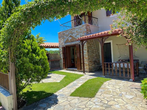 VillaGiasemi,spacious w/3BE & BBQ, 2Min from beach