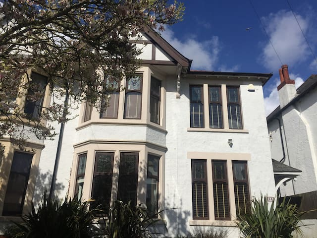Large home,perfect for Champions League final! - Cardiff - Dom