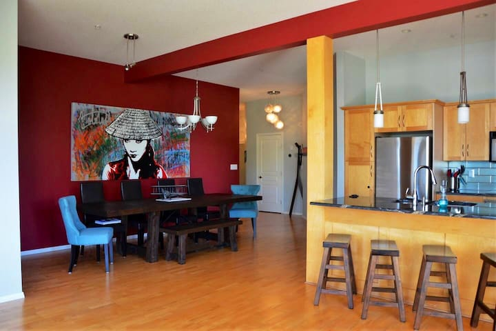 Bright, Trendy Downtown Loft - Amazing Stay Ahead!