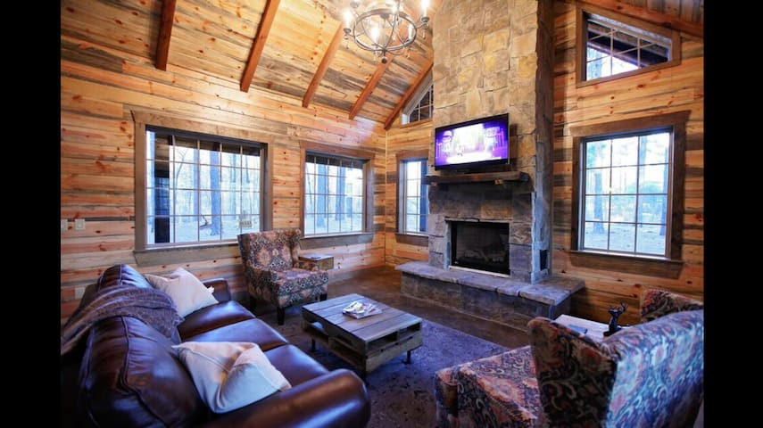 Dixie Lullaby-Romantic Luxury Cabin - Broken Bow