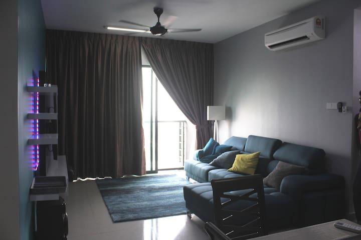 3 Bedroom Apartment Nearby HUKM, 5 min MRT