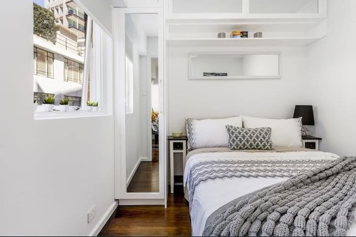 1 bed cosy apartment in Potts Point