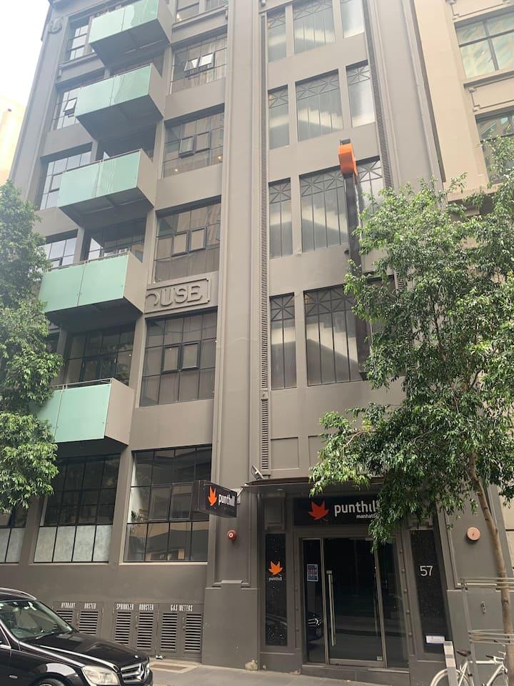 3 BR CBD East-End warehouse apartment