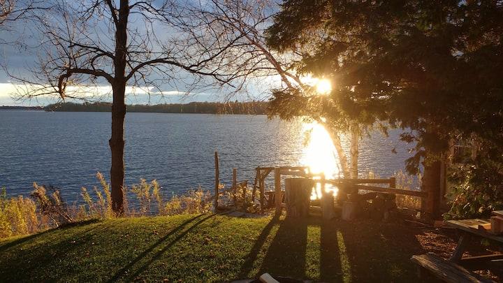 Cozy Lake Front Gem!