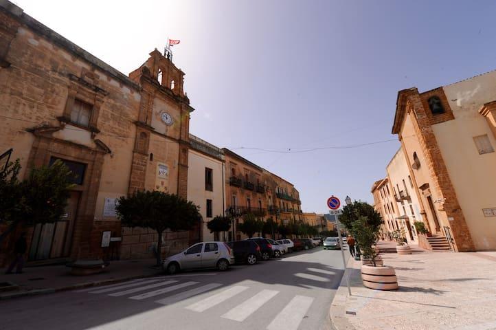 Casa cortile del marchese beccadelli (intera casa)