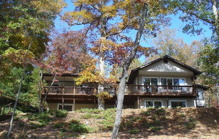 Lakeside Luxury at Cedar Cliff