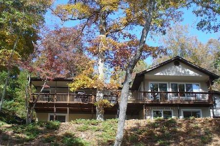 Lakeside Luxury at Cedar Cliff - Hiawassee