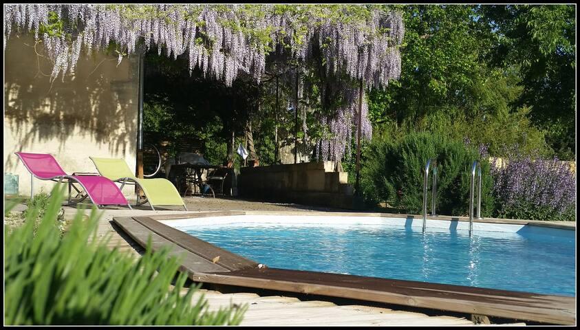 logement meublé avec jardin et piscine