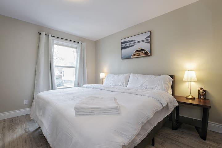Comfy& Serene Lower Suite, deck, near Falls & NOTL