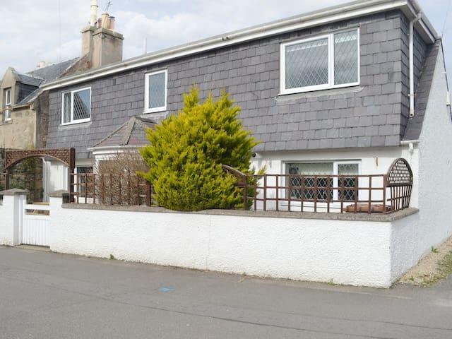 Dove Cottage (UK5033)