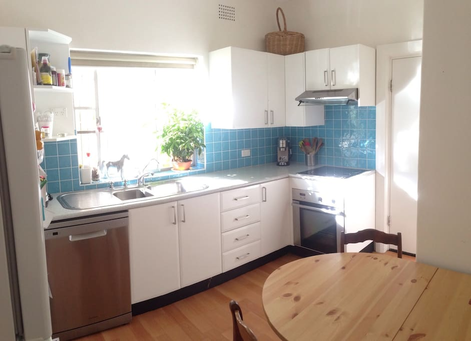 Sunny eat-in kitchen. Fully equipped including fabulous coffee machine