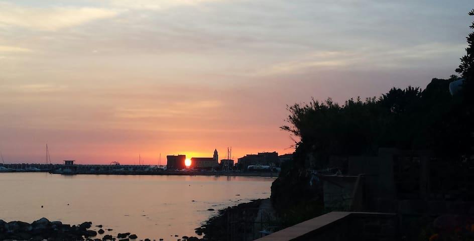 La terrazza nel mare: tramonti di primavera - Acciaroli - Huis