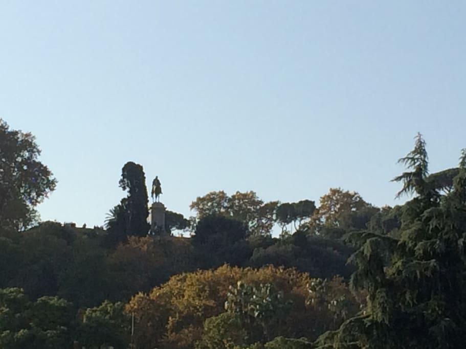 Vista dalla terrazza (statua di Garibaldi al Gianicolo)