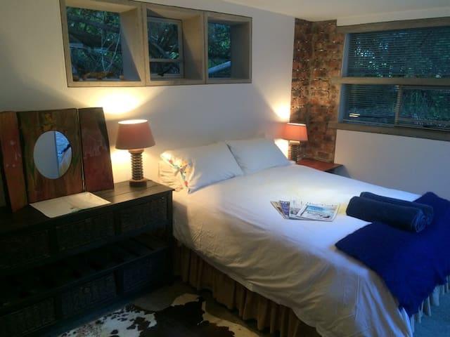 Strandloper Appartment, en-suite with kitchenette - East London - Apartamento