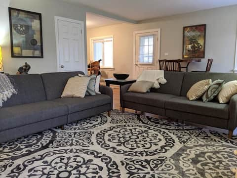 NEWLY Renovated Minutes to Airport/Presque Isle