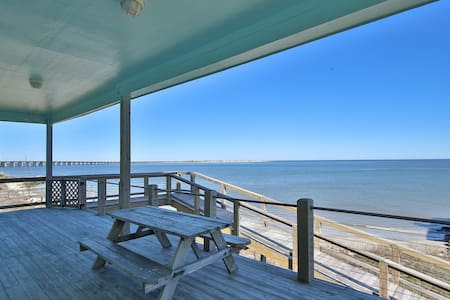 Beachfront w/granite, fireplace,pool table,minibar