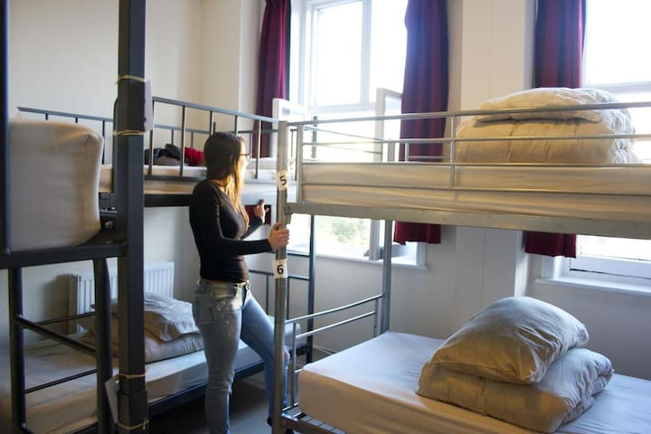 Dover Castle Hostel, Bed in 6-Bed Dorm