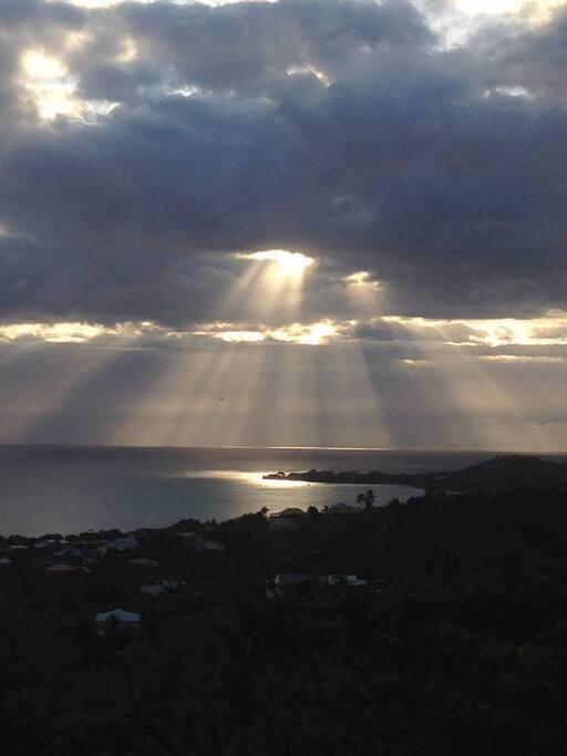 Vue du lever de soleil depuis la maison ;-)