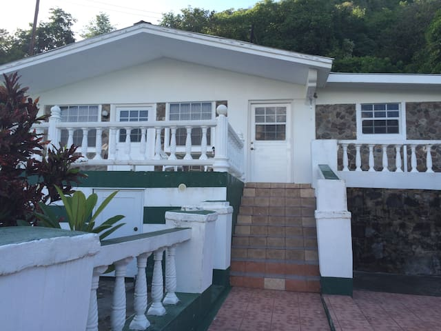 Thelma's Cottage - Lower Bay - Rumah
