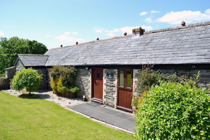Delightful single storey barn with charming features near Looe - nr Liskeard