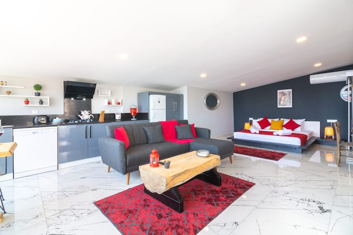 Yigit Penthouse Sea View Apartment, Central Kalkan