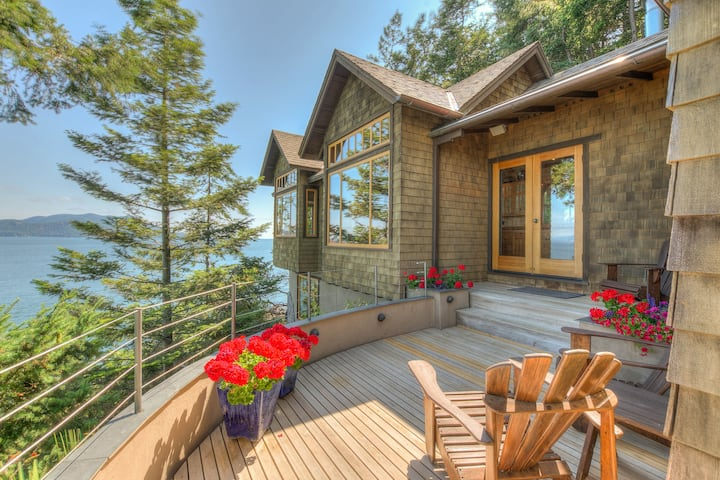 Waterfront with Spectacular Views-Seacliff Cottage
