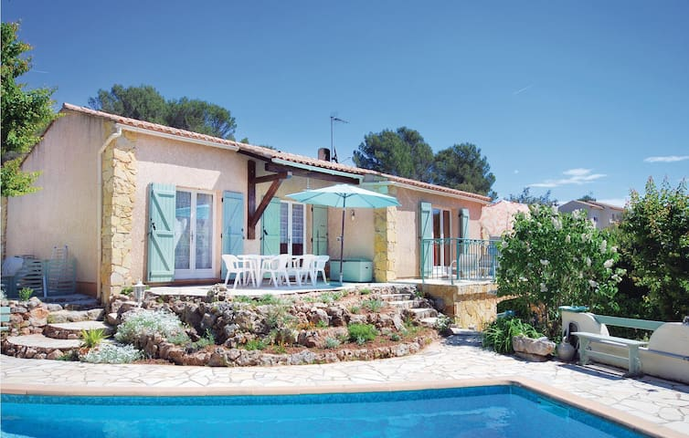 Holiday cottage with 3 bedrooms on 109m² in Roquebrune/Argens