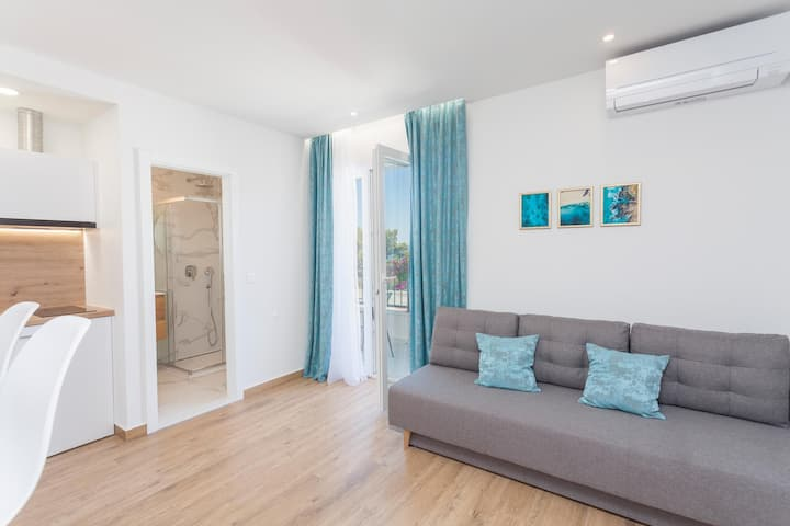 New Lovely Modern Sea and Mountain view apartment