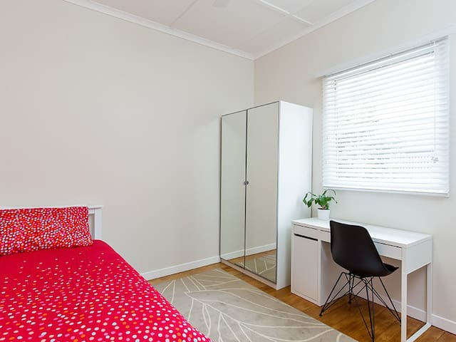 Private room in GIRLS only city house