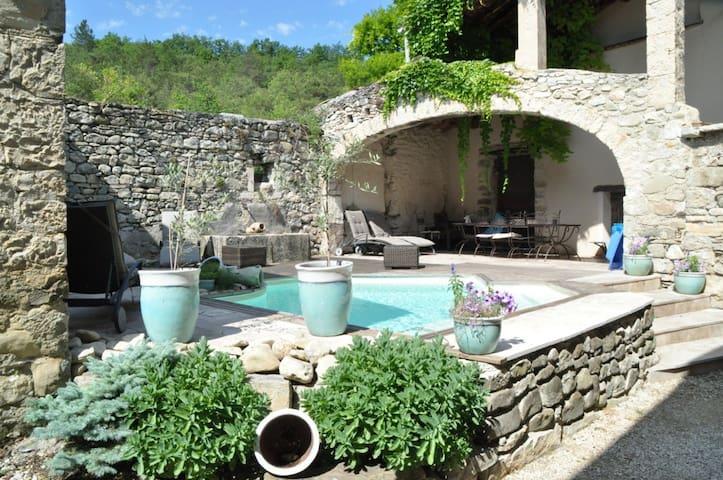Chambre de charme cocooning.... - Francillon-sur-Roubion - Pensió