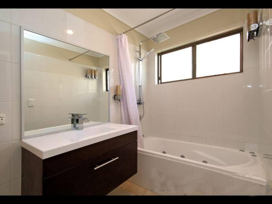 New 10 jet Spa Bath plus stylish vanity to enhance the family bathroom