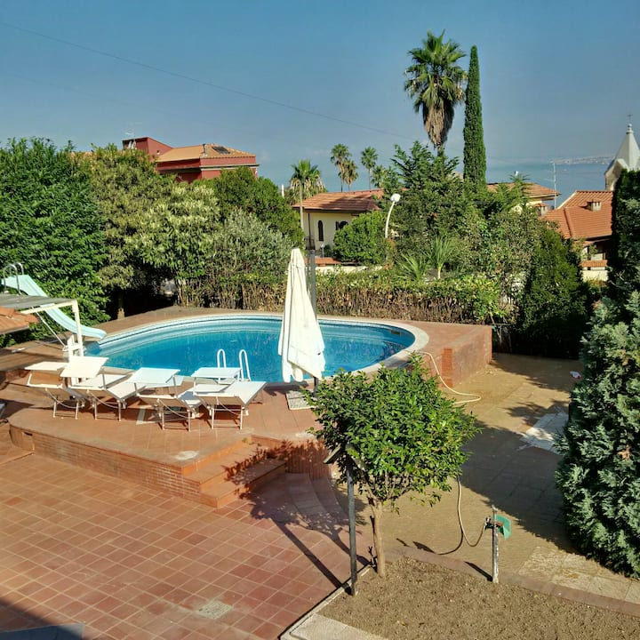 B&B V. Panorama 4 beds, kitchenette,pool & garden.