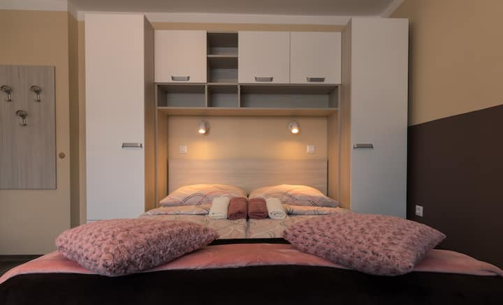 Slovenia Vibes★BRIGHT PRIVATE BEDROOM★A/C★Central
