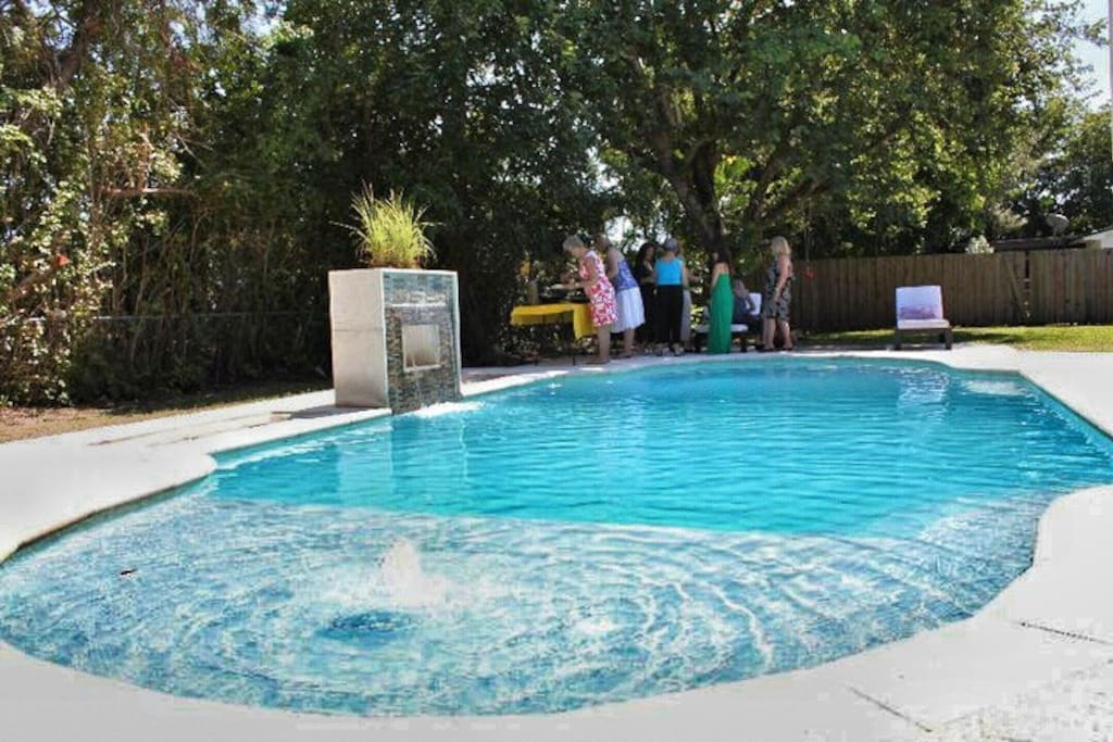 Backyard pool with fountain and shallow, child-friendly shelf (pool toys available)