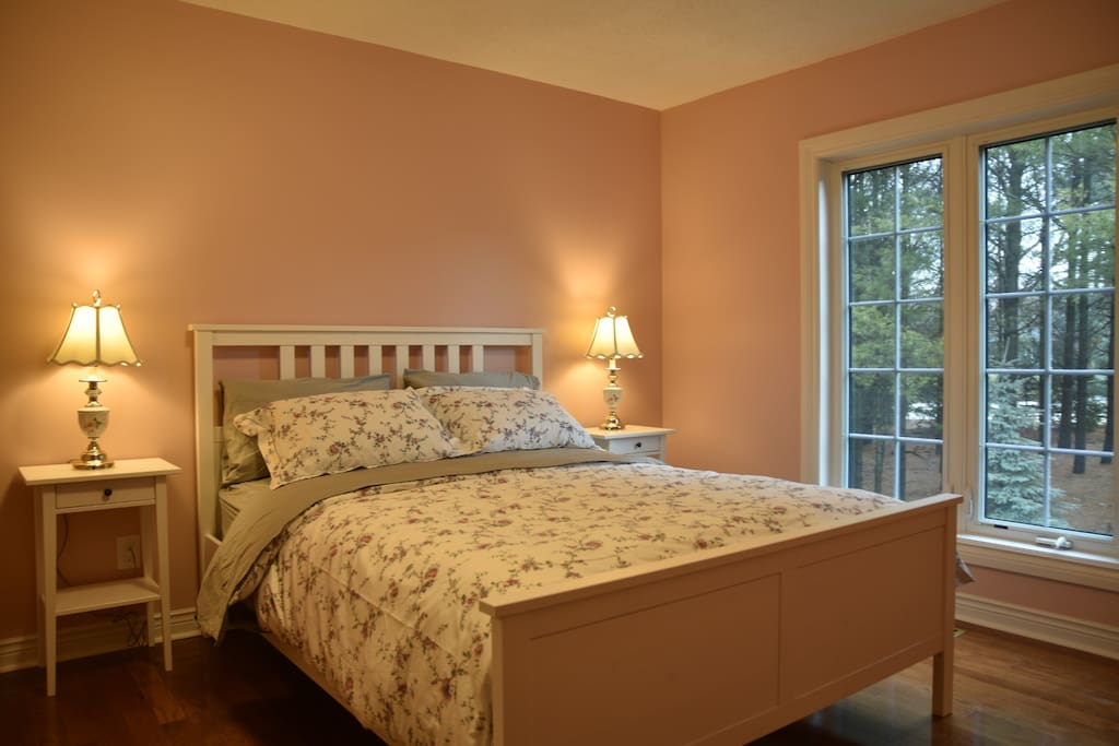 Rose room with premium hotel quality queen size bed and high quality hypo-allergenic pillows.