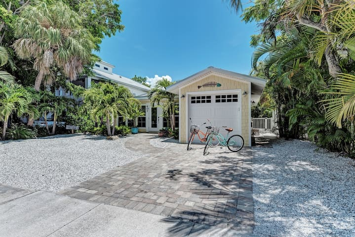 Pineapple Cottage - Beautiful Island Oasis In A Great Location