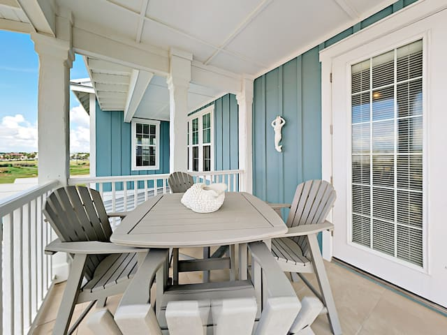 This corner-unit has views of the Gulf and includes a covered deck with al fresco dining.